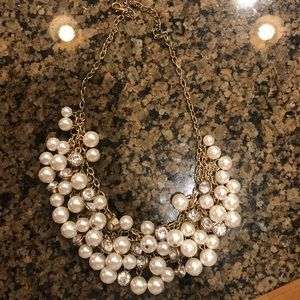 Jewelry - Beautiful pearl statement necklace